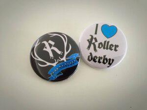 Badge with Rovaniemi roller derby logo, black or white